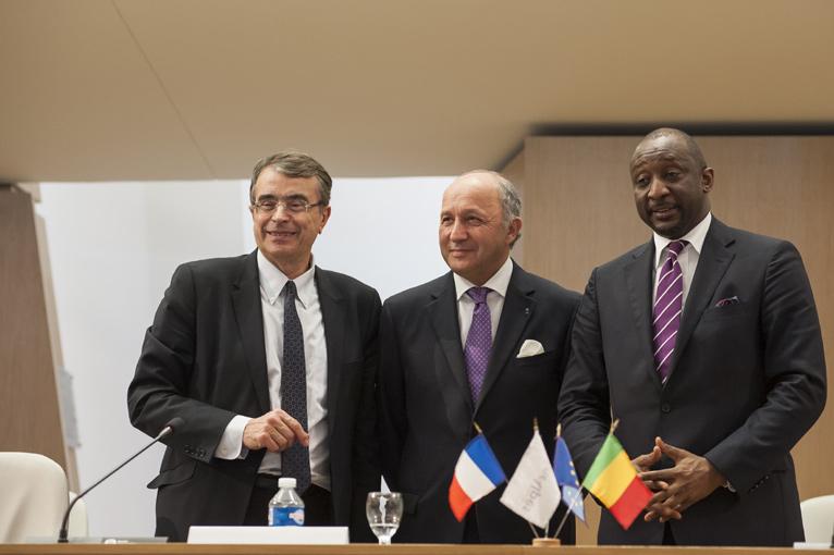Jean-Jacques Queyranne, Président de la Région Rhône-Alpes, Laurent Fabius, Ministre des Affaires étrangres et Tieman Coulibaly, Ministre malien  des affaires étrangères. © PHOTOS : MARC CHATELAIN