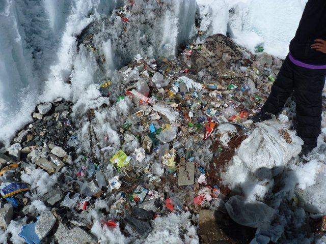 l everest la quot d 233 chetterie quot la plus haute du monde fr 233 quence terre info environnement